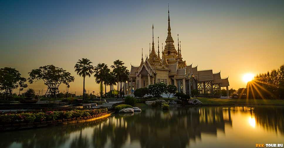 Wihan Wat Luang Pho Toe