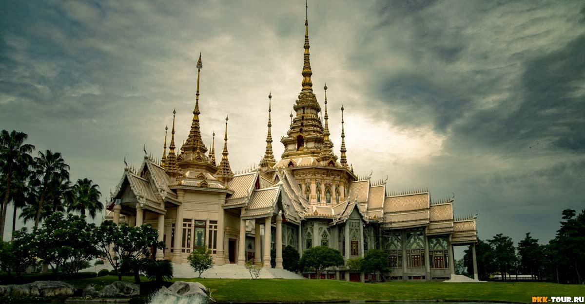 Wat Luang Phor Toh - очень красивый храм в провинции Накхон Ратчасима