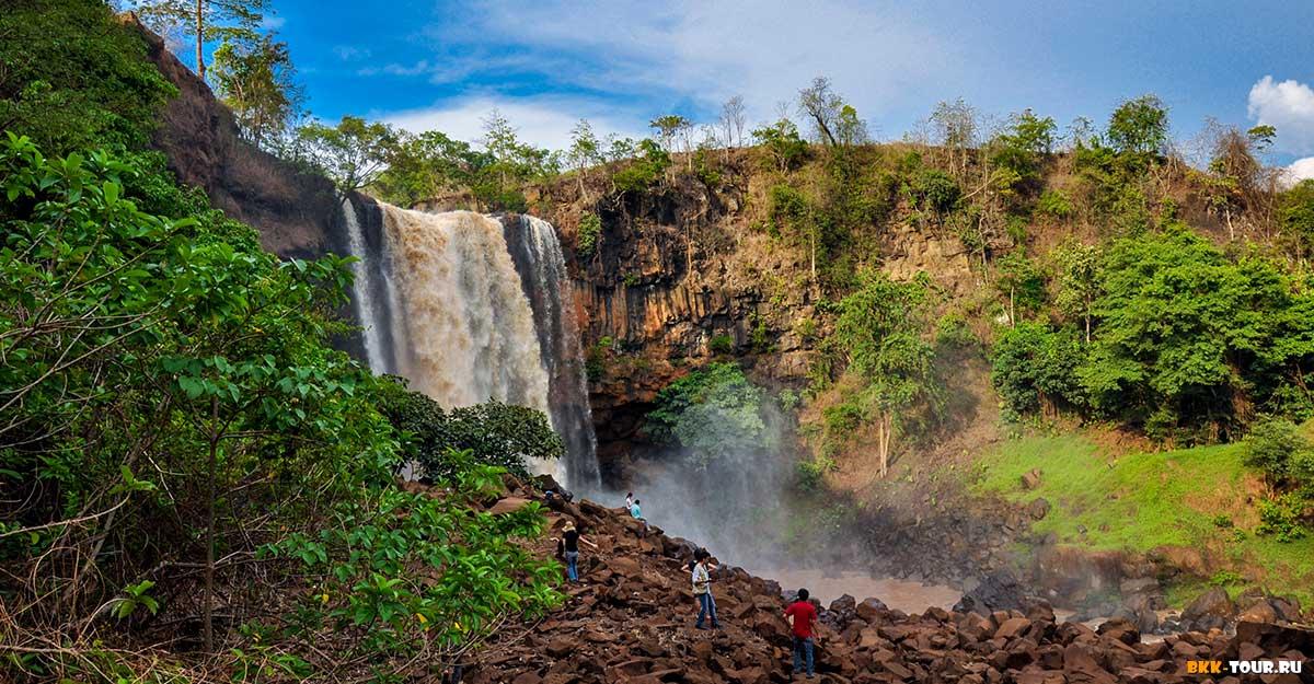 Водопад Фу Кыонг имеет высоту 45 метров.