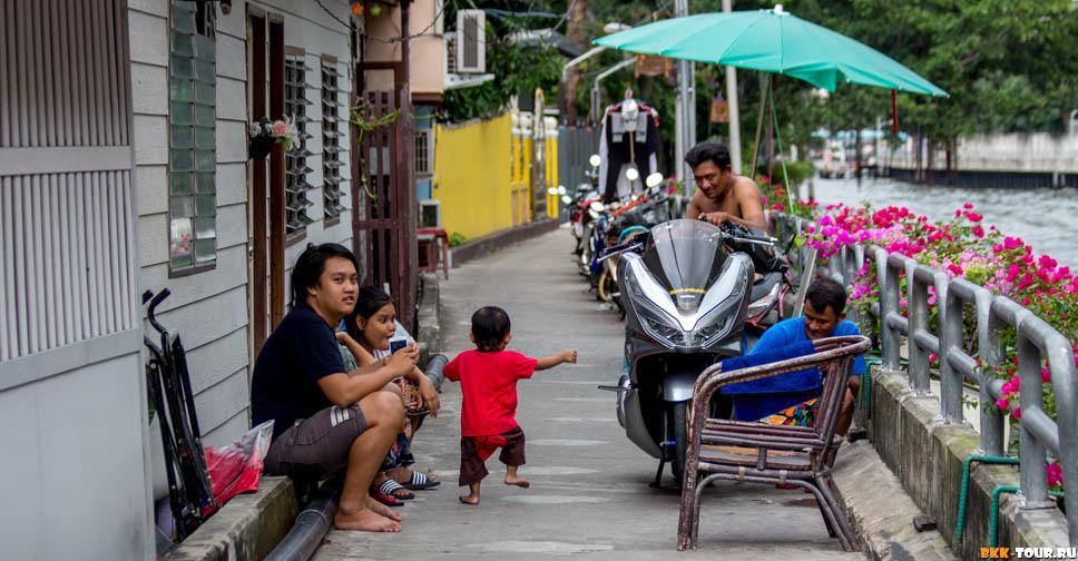Семейные посиделки на набережной