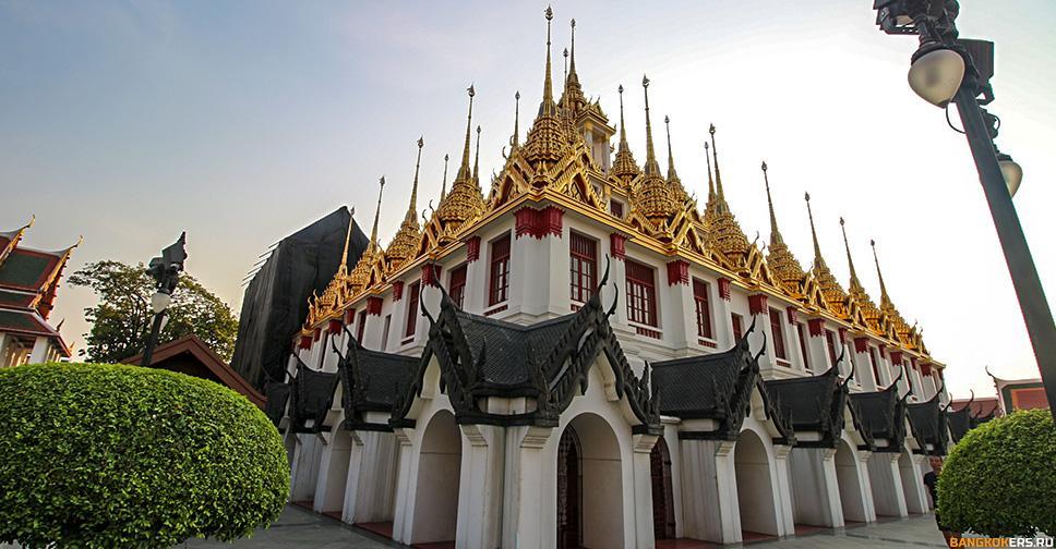 Железный Дворец (Metal Palace) или Храм Ратчанадарам в Бангкоке