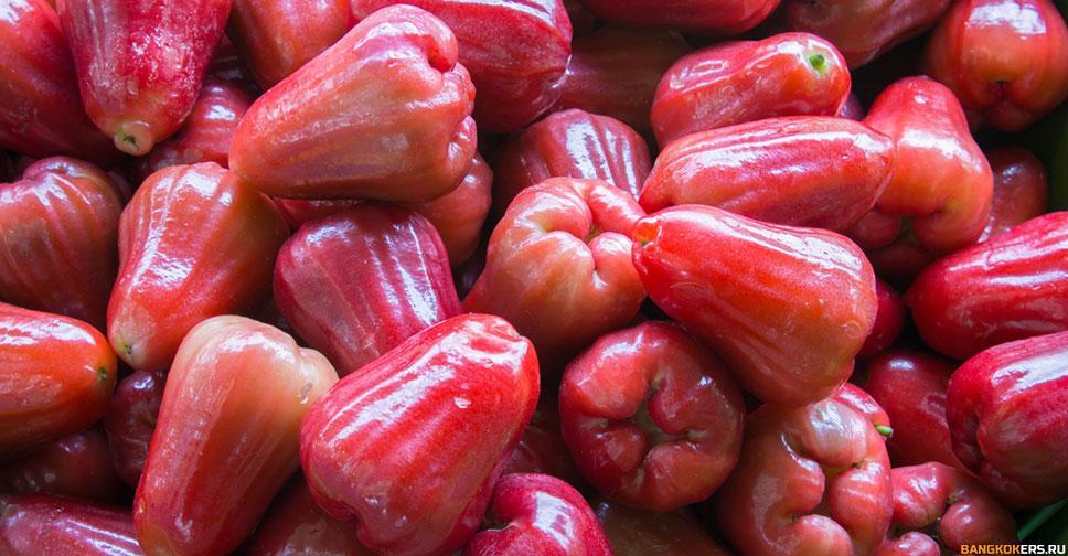Чомпу - розовое яблоко или малабарская слива.