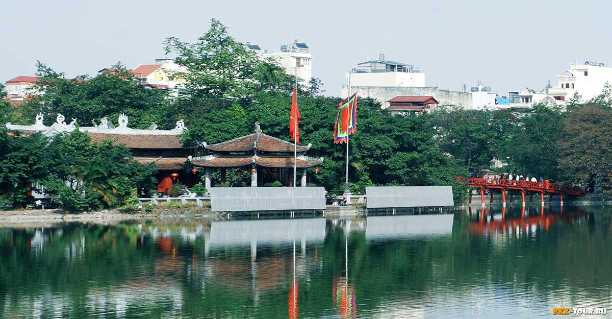 Красивый храм был возведен в XIХ столетии в честь военачальника Чан Хынг Дао.