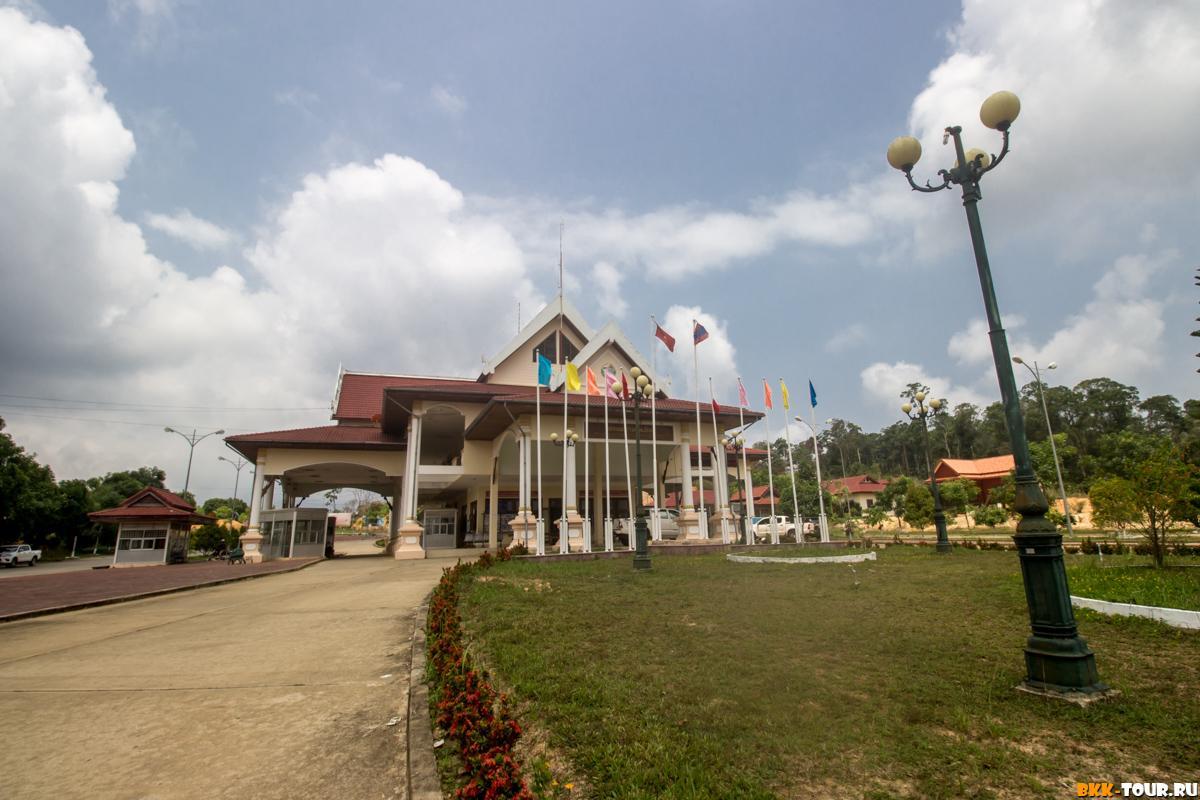 КПП на лаосской стороне границы
