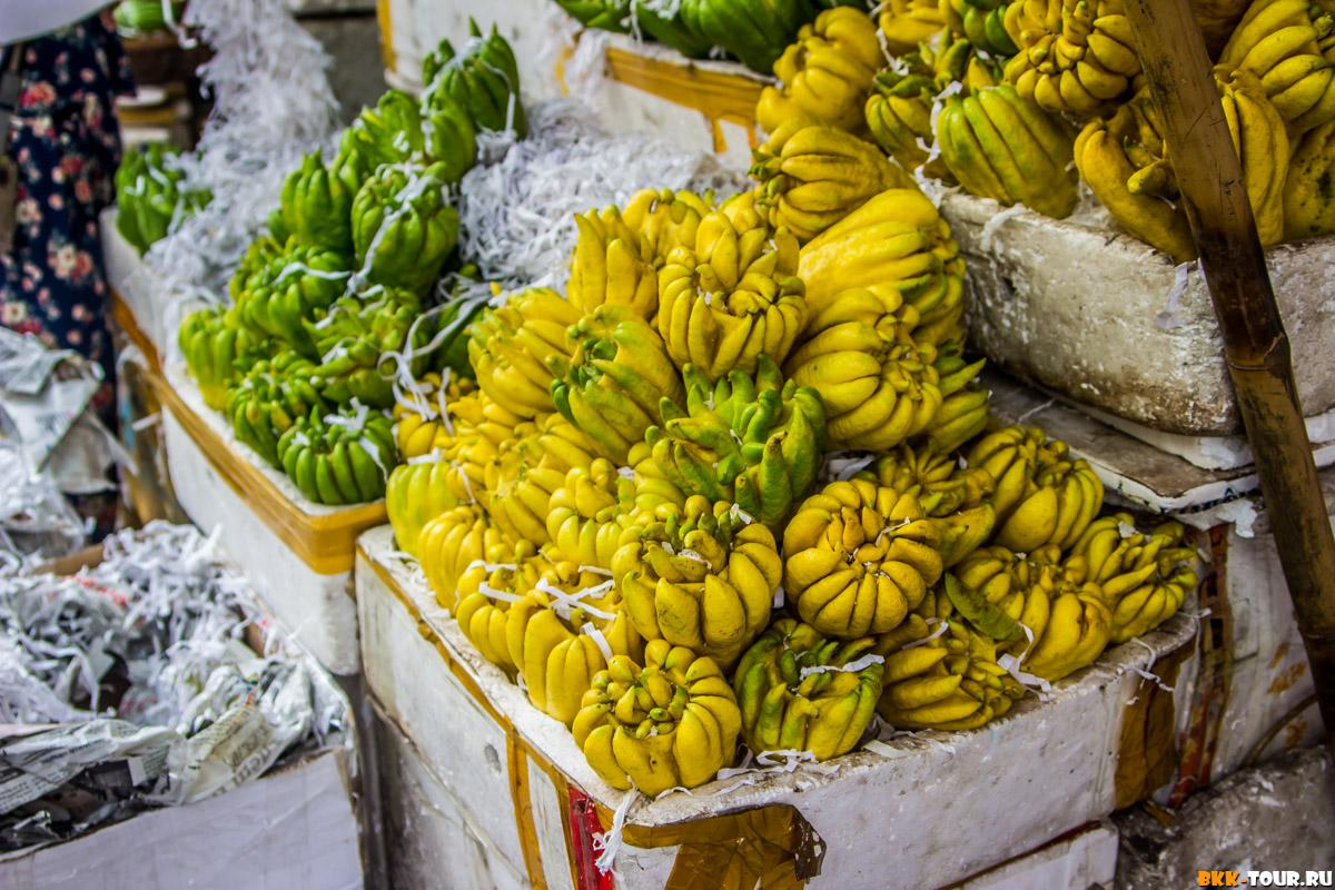 Цитрон пальчатый или Рука Будды. Издалека похож на срощенные бананы
